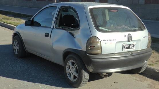 Un auto se desprendió de una camioneta e impactó contra otro vehículo