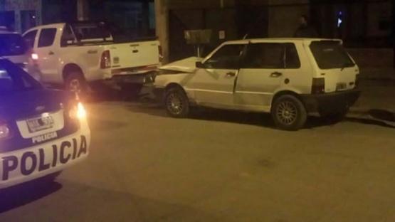 Se desprendió un auto que era remolcado, e impactó una camioneta