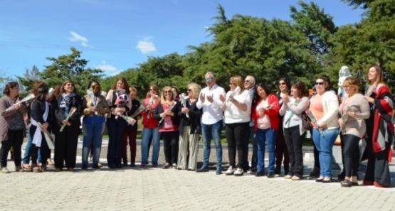 La comunidad de Cañadón Seco homenajeó a las madres en su día